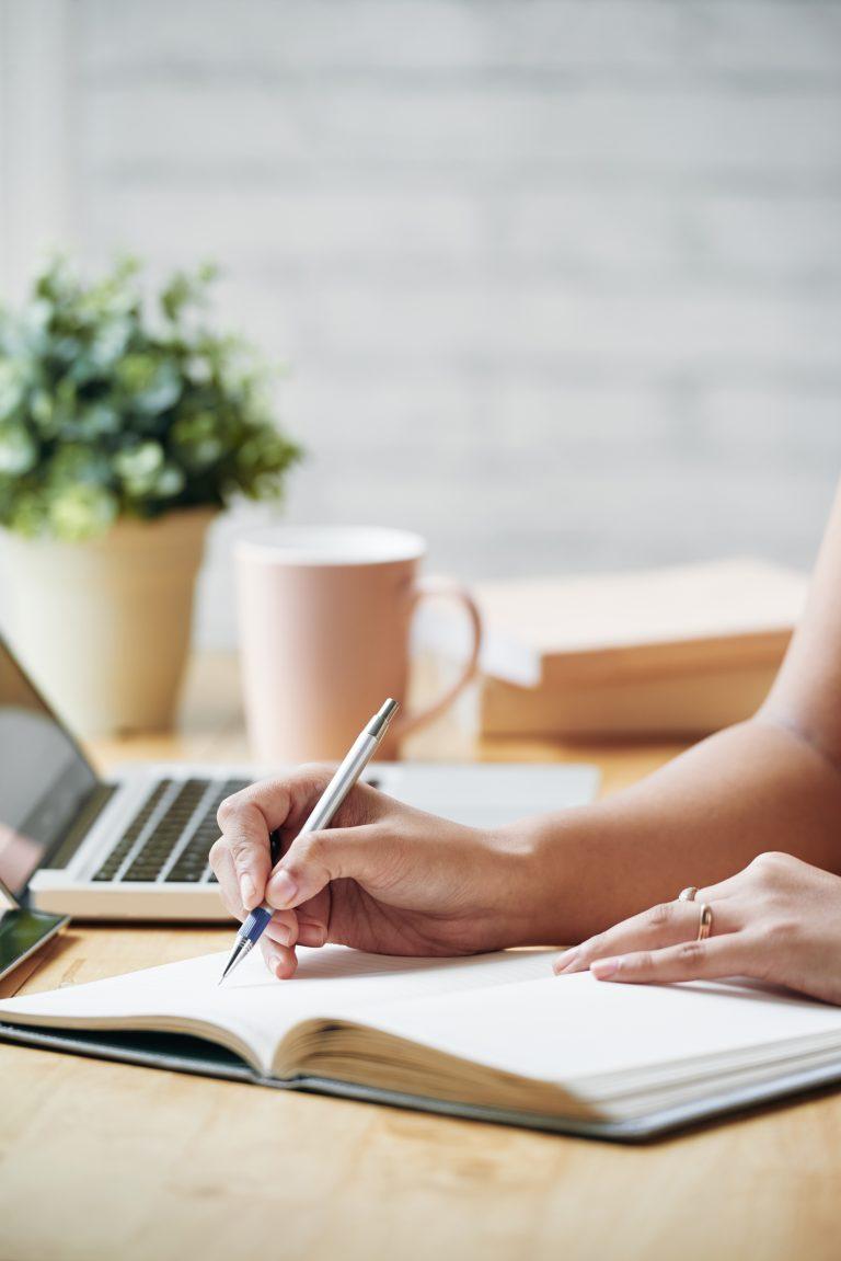ordinateur-femme-coaching-professionnel